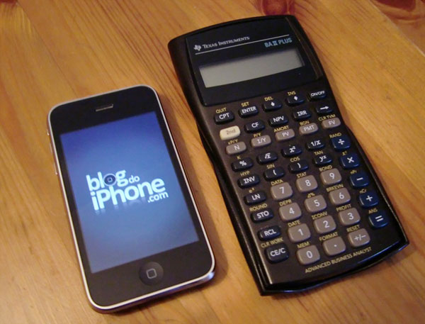 A calculadora real ao lado do iPhone